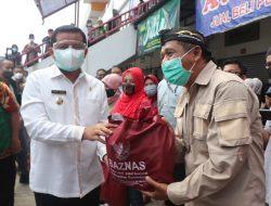 600 Paket Sembako Diberikan Bupati Kepada Warga Pasar