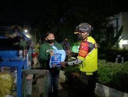 Patroli Skala Besar, Kapolres Bagikan Bansos Ke Pedagang dan Kaum Dhuafa